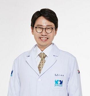 [칼럼] 남자성형도 눈ㆍ코성형이 가장 많아, 응급시스템 갖춘 병원 고려해야